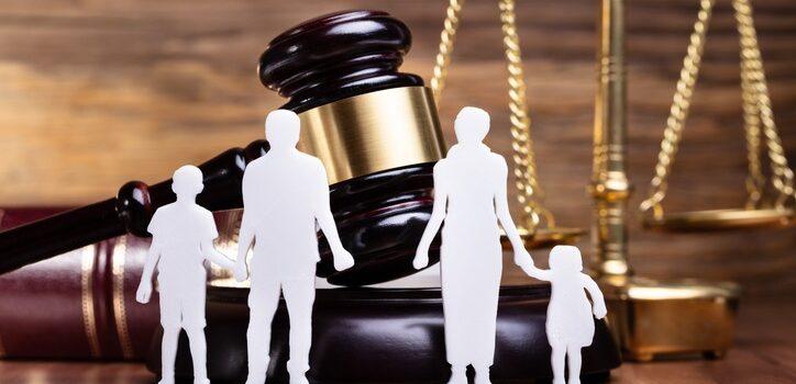 Kto ma prawo doalimentów porozwodzie?